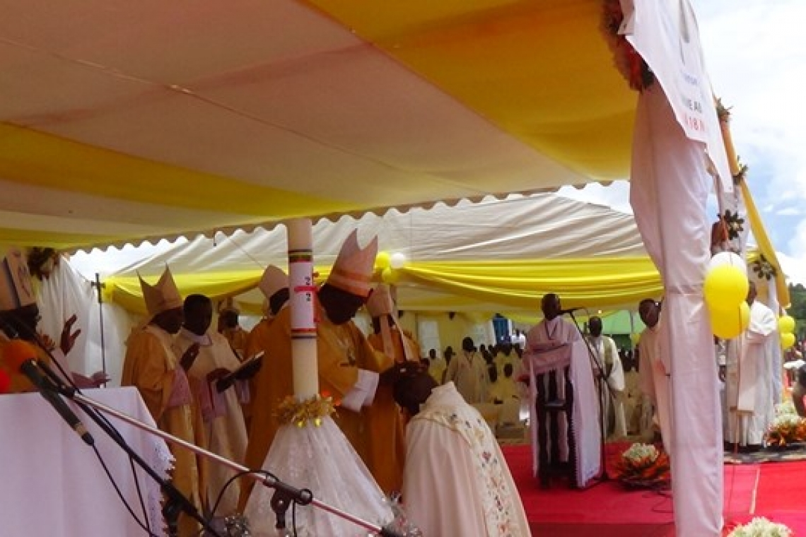 DIOCESE DE BURURI : ORDINATION EPISCOPALE DE SON EXCELLENCE MONSEIGNEUR SALVATOR NICITERETSE